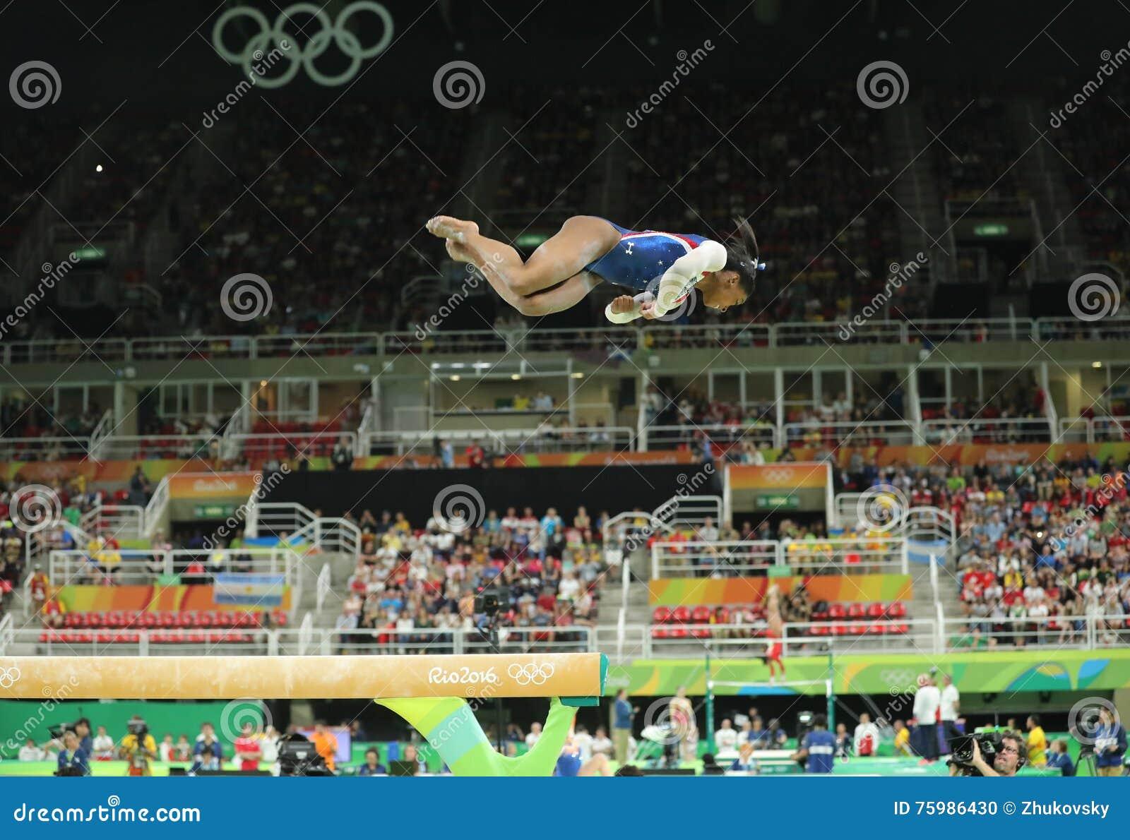 Олимпийские желчи Simone чемпиона Соединенных Штатов состязаясь на коромысле на женщинах все-вокруг гимнастики на Рио 2016