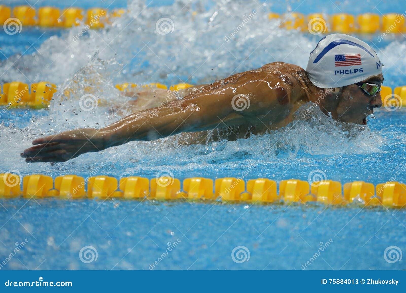 Олимпийский чемпион Майкл Phelps Соединенных Штатов плавая бабочка 200m людей на Рио 2016 Олимпийских Игр