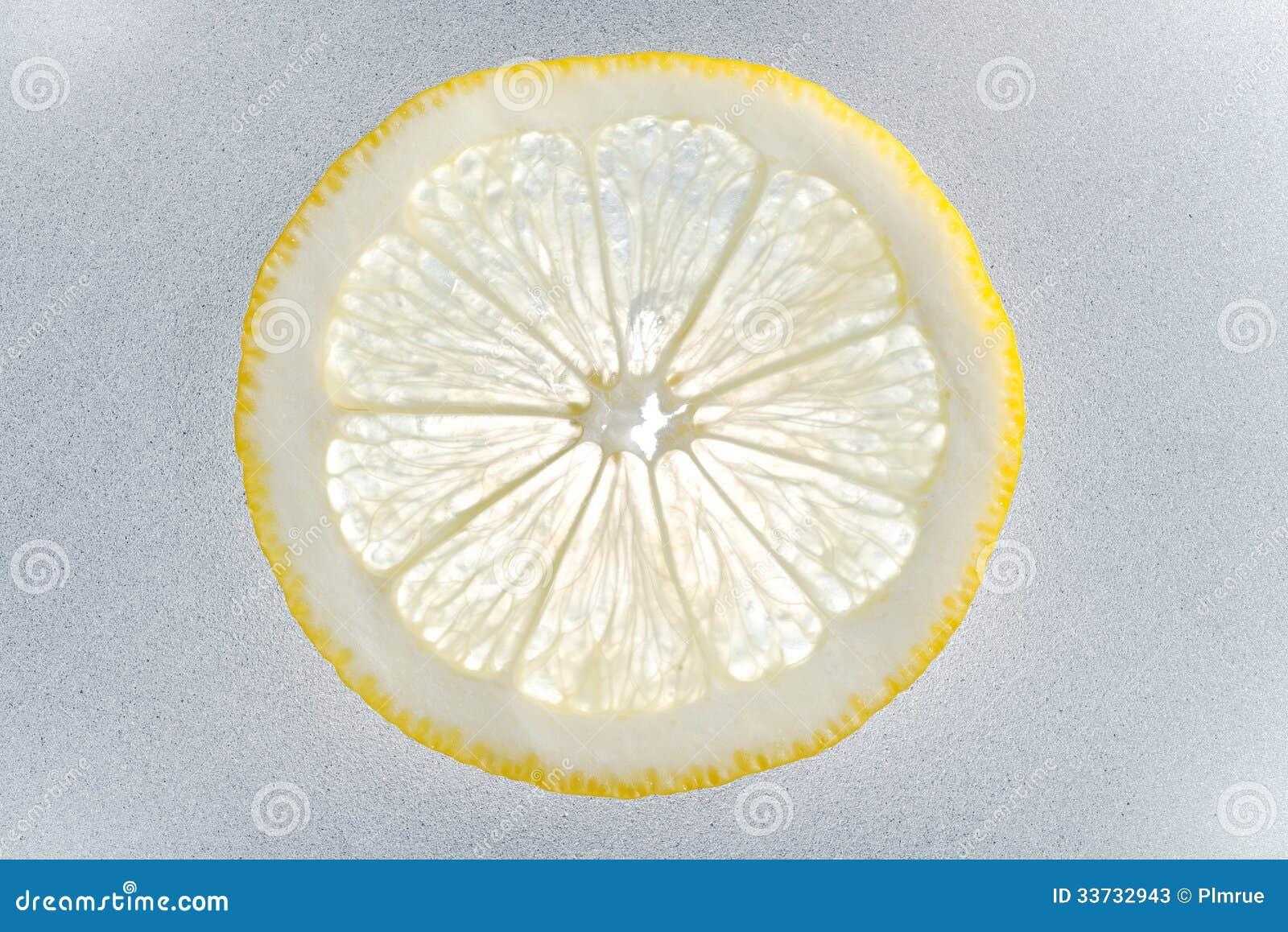 Один кусок лимона