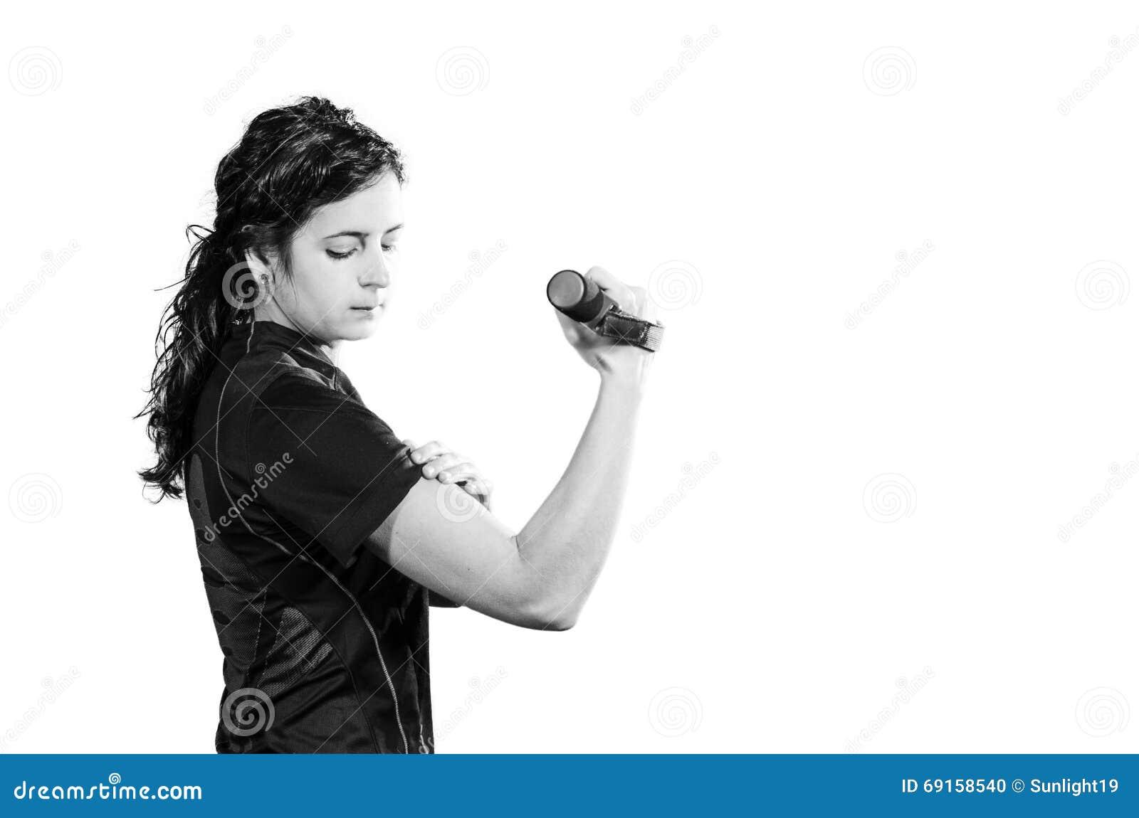 Одна женщина работая тренировку веса разминки фитнеса