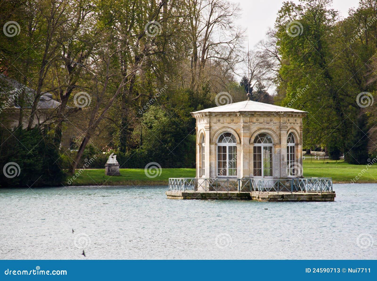 павильон дворца fontainebleau малый