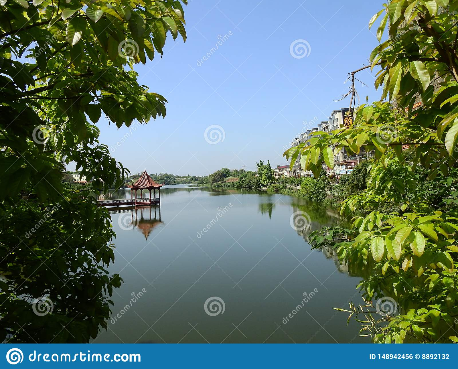 Павильон на озере, пейзаже