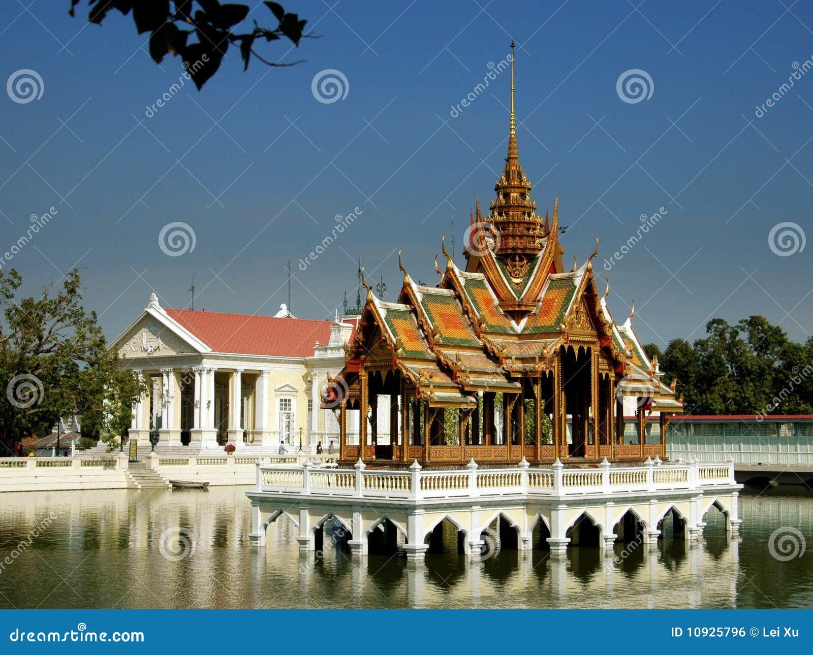 павильон Таиланд ayutthaya золотистый