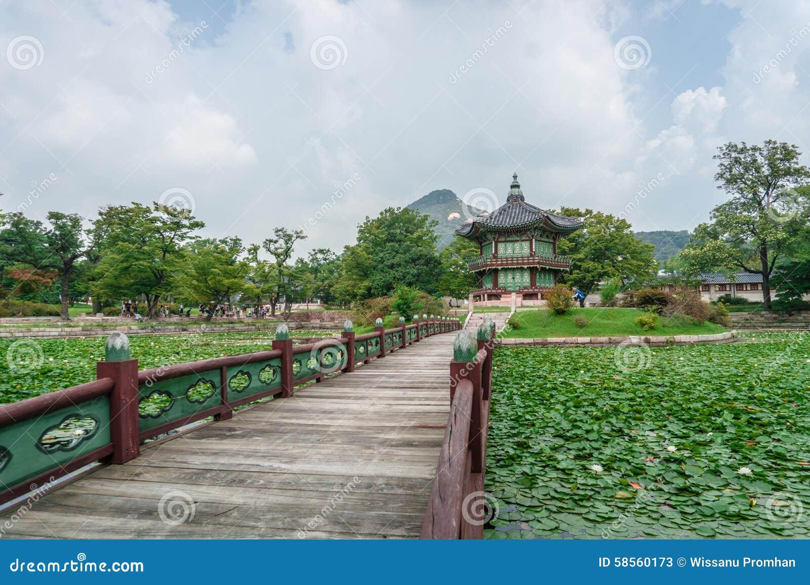 Павильон Hyangwonjeong