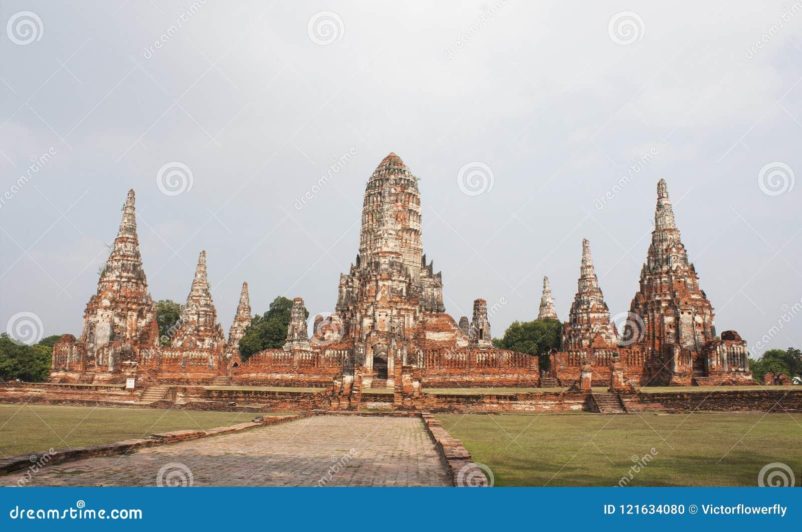 Пагоды Wat Chai Wattanaram, старый буддийский висок в парке Ayutthaya историческом, Таиланде