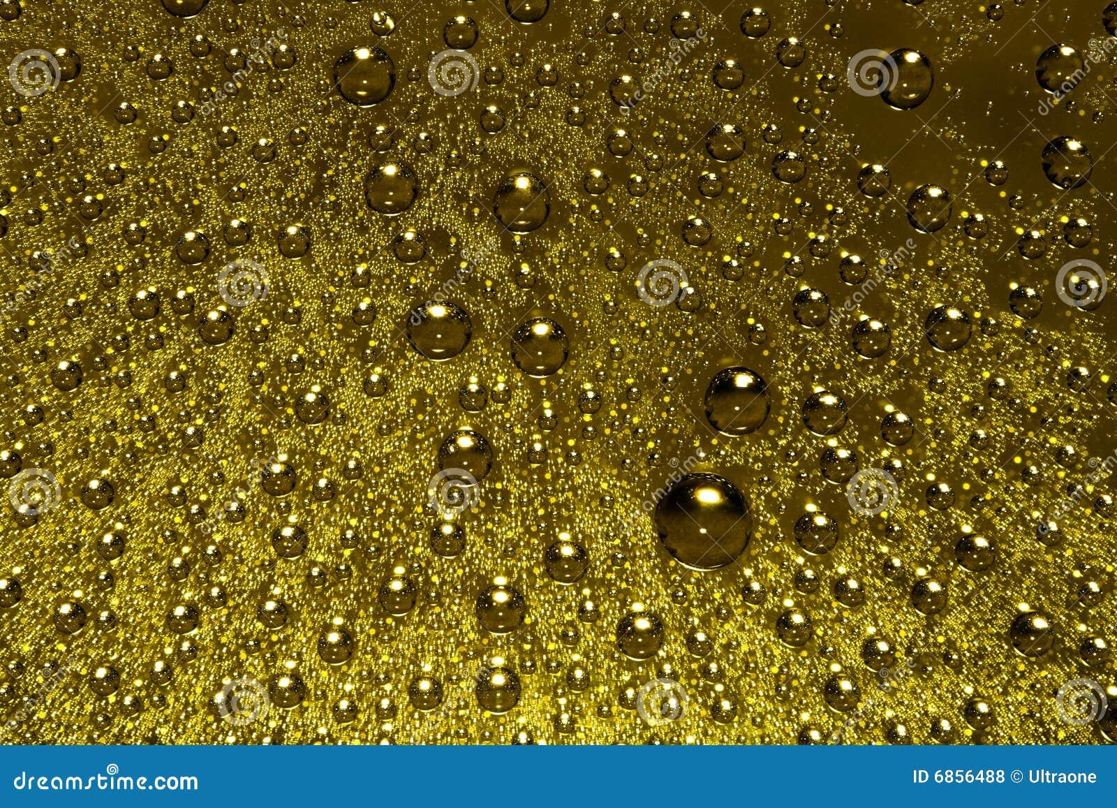 падает золотистая вода
