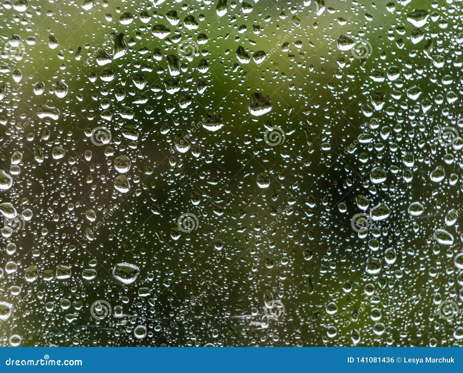 падает стеклянное окно воды