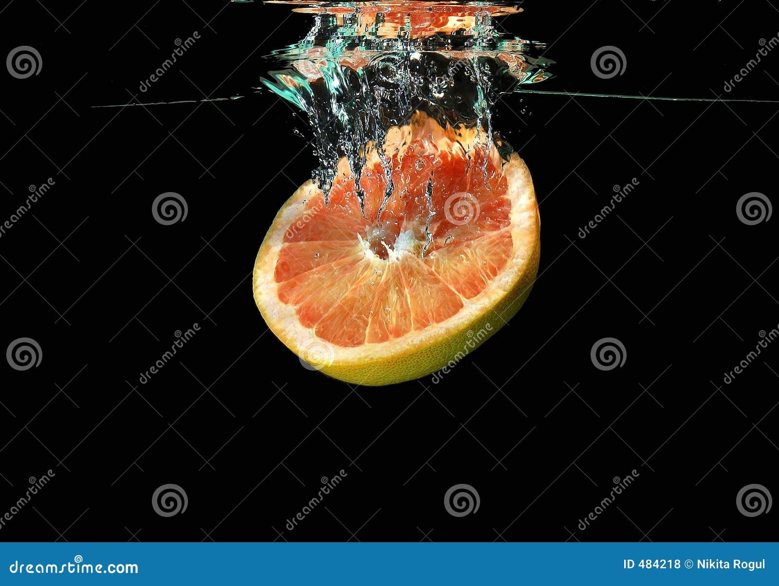 падая вода грейпфрута