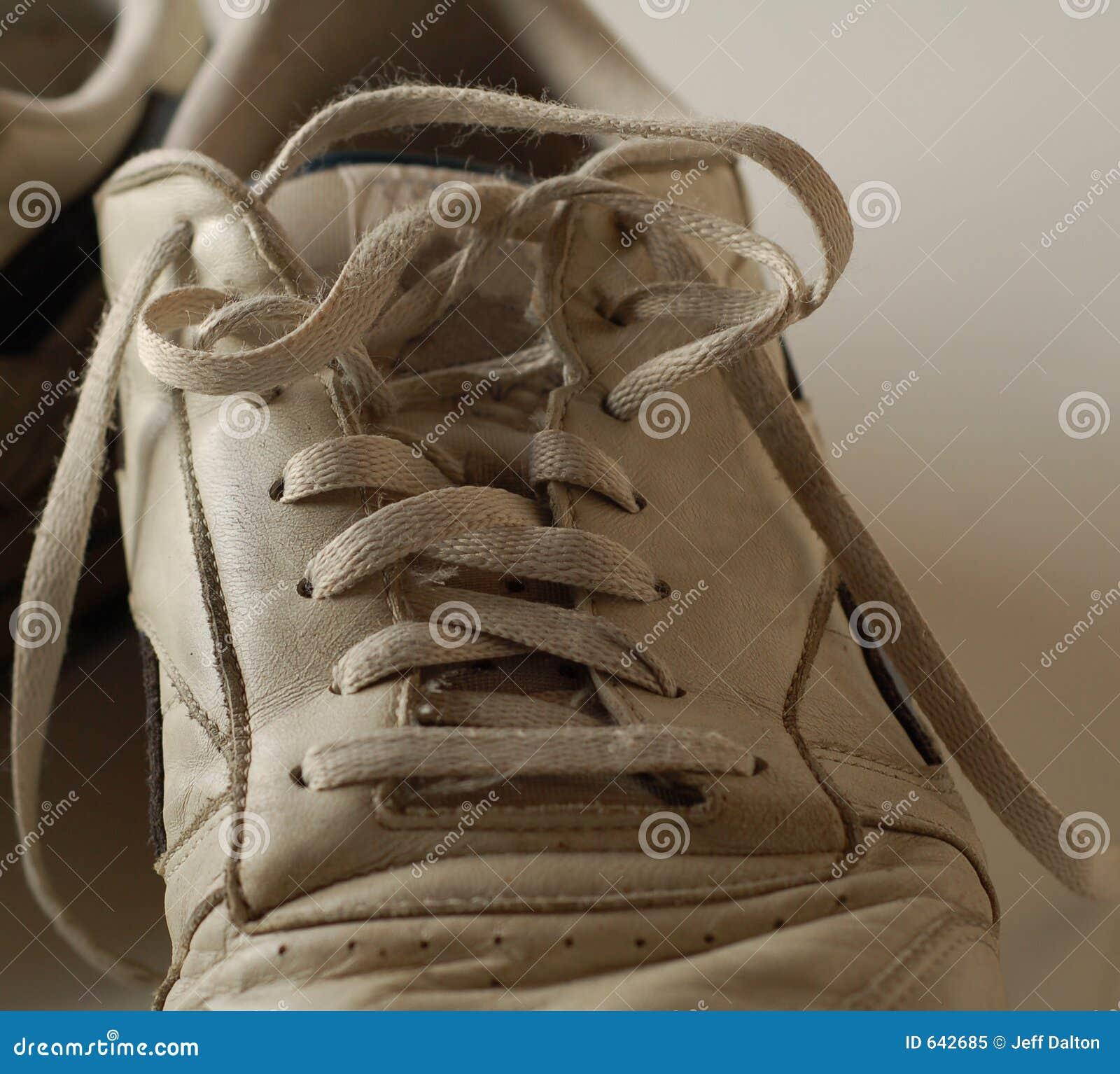 Download пакостный идущий ботинок стоковое изображение. изображение насчитывающей aloha - 642685