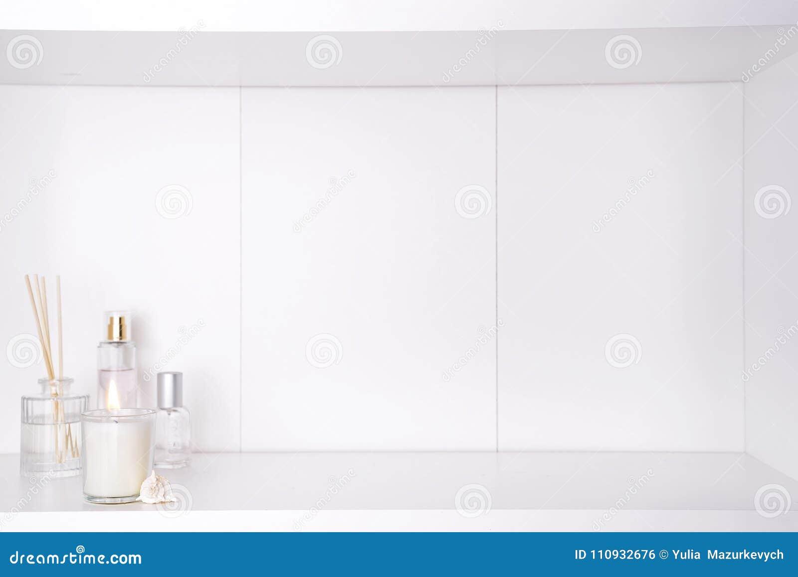 Палочки свечи и ароматности в ванной комнате