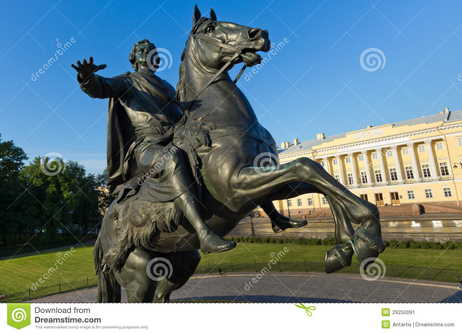 Памятник бронзовый наездник в Санкт-Петербурге