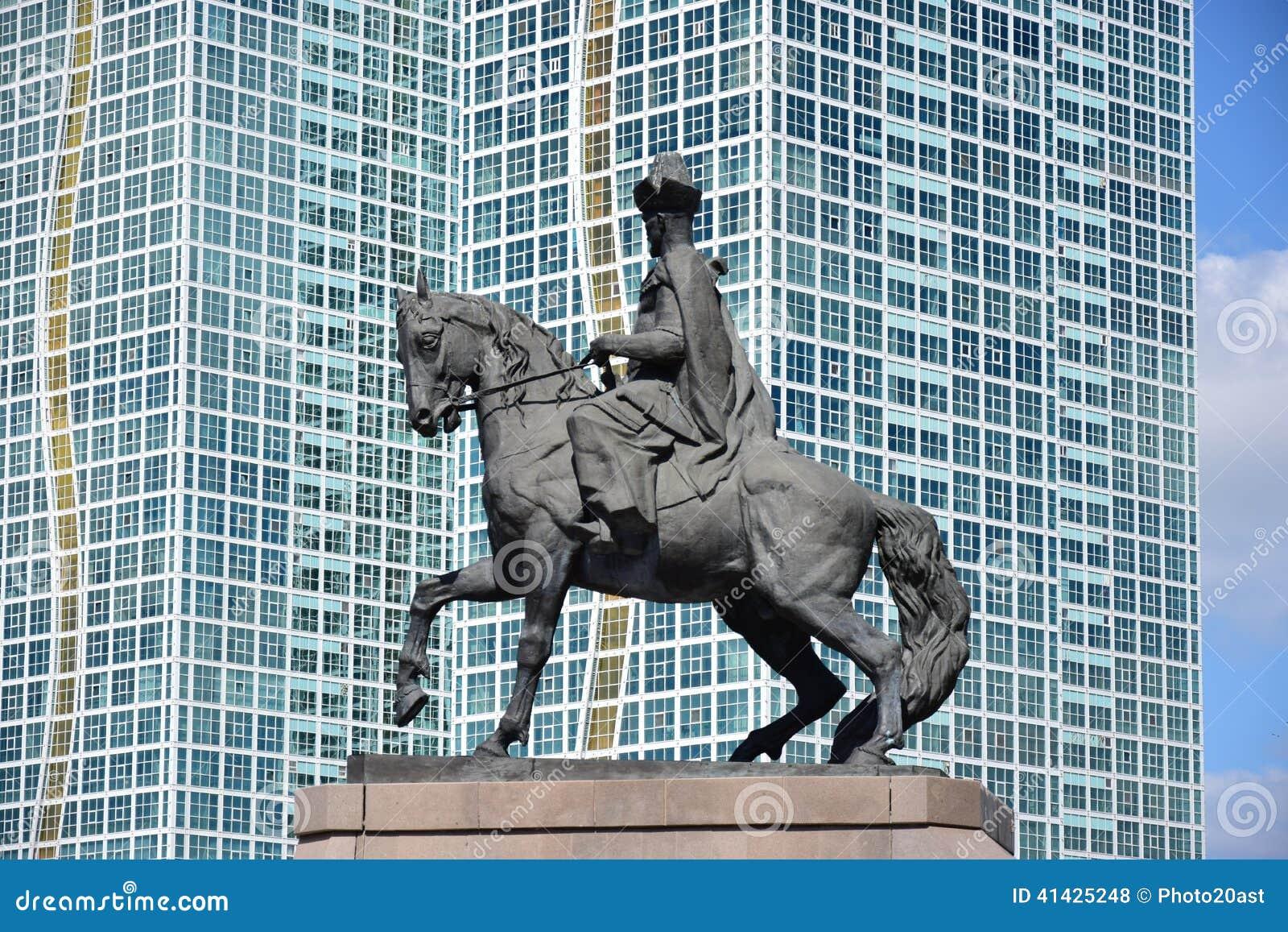 Памятник к Kenesary Khan в Астане