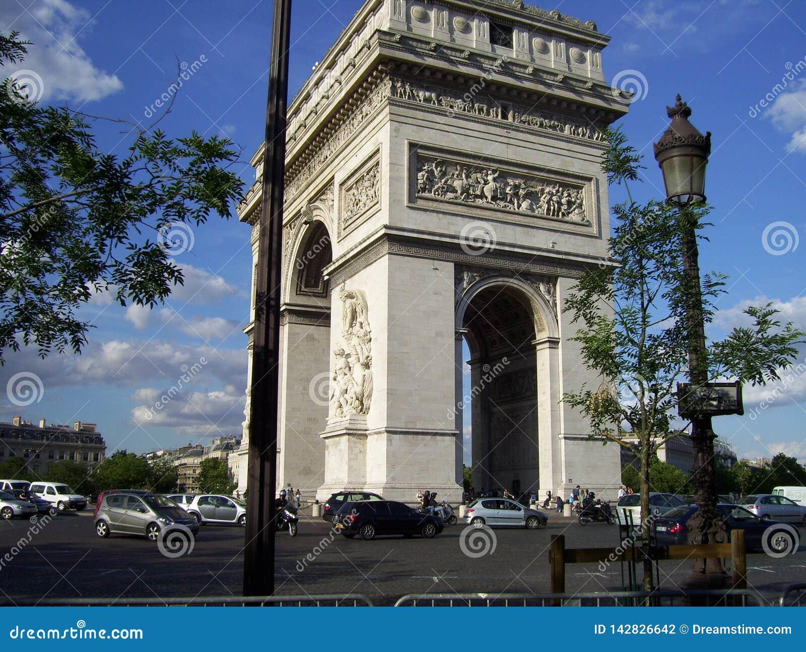 Памятник Луис-Эрнест Lheureux к славе Великой французской революции