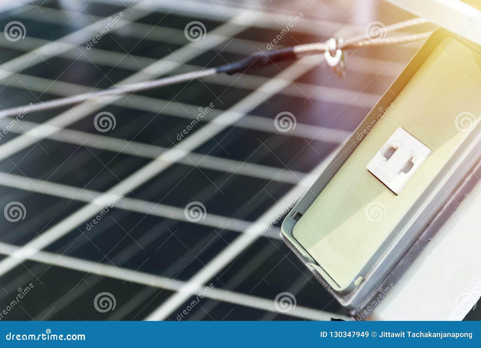 Панели солнечной станции фотовольтайческие, фронт гнездо штепсельной вилки