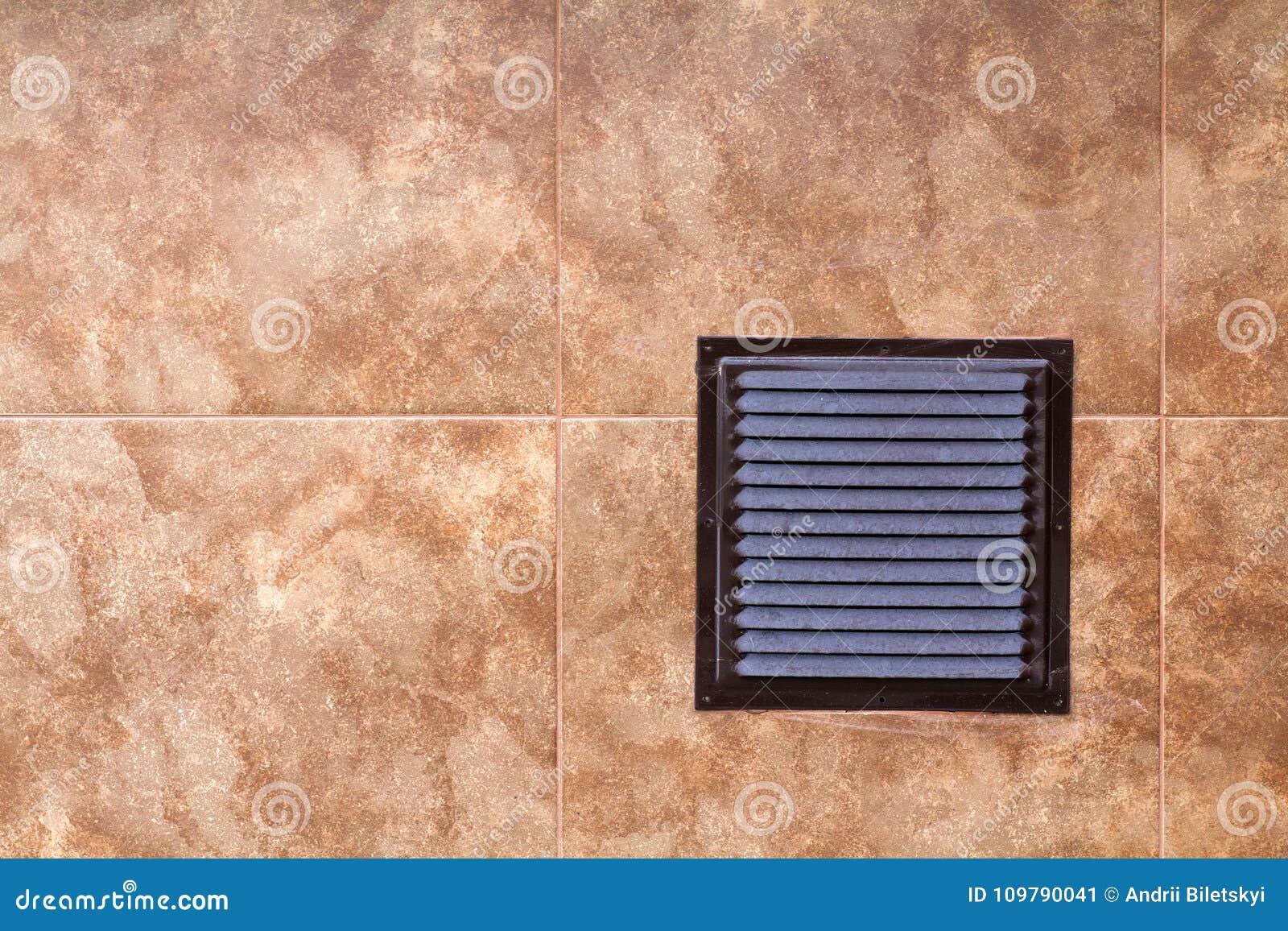 Панель с грилями вентиляции, фото металла Брайна промышленная крупного плана, вид спереди Деталь дизайна архитектуры Циркуляция в