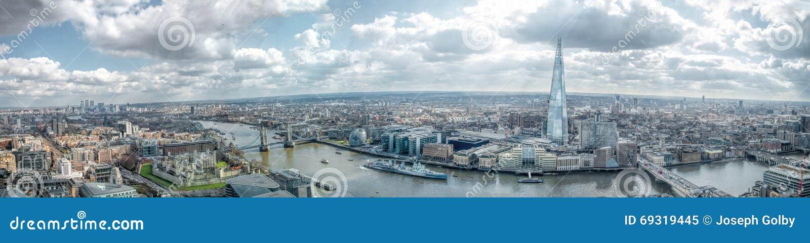 Панорама взгляда горизонта Лондона широкая Восток & южные ориентир ориентиры, башня причал Лондона, Темзы реки канереечный, череп