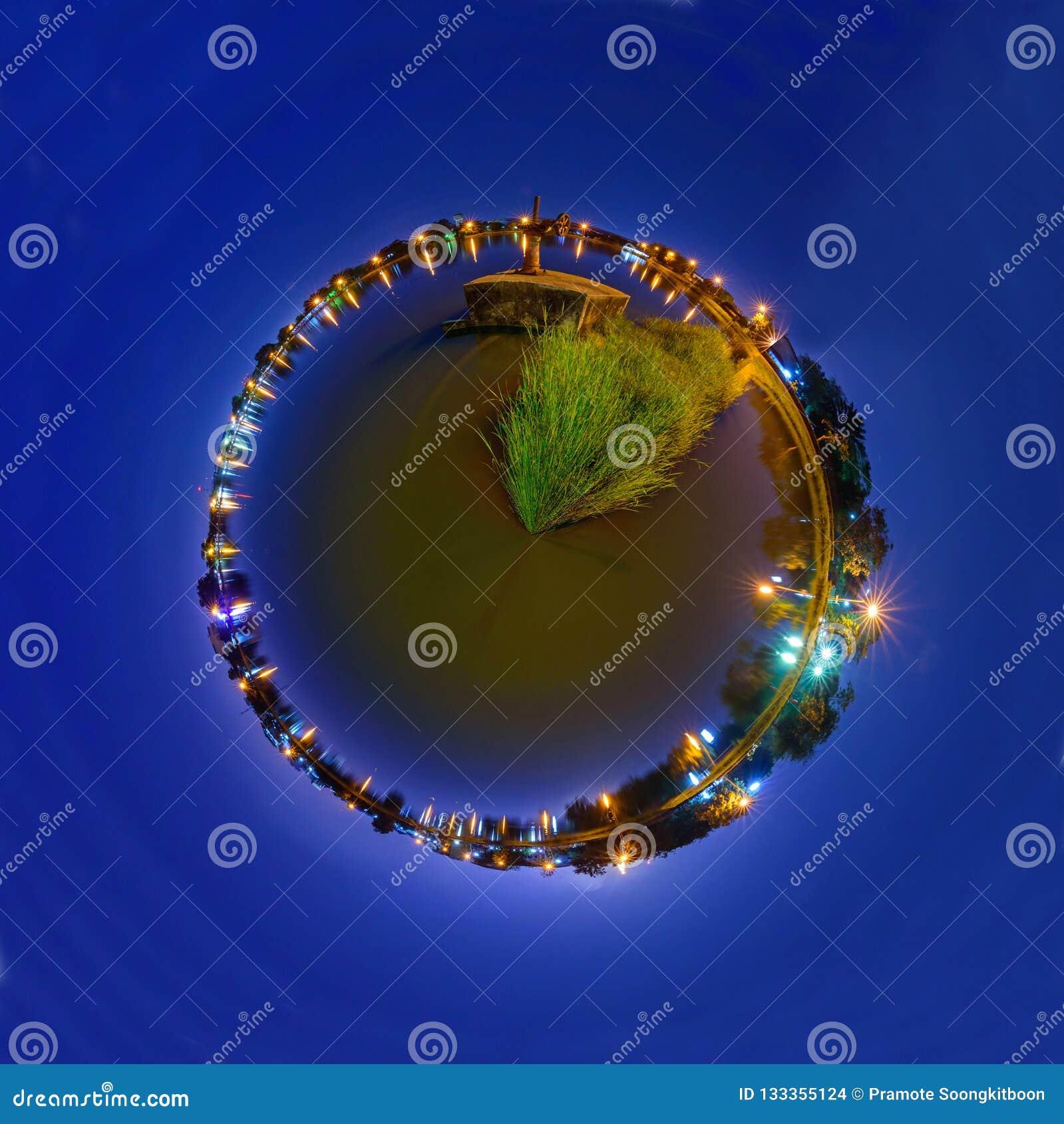 Панорама 360 ворот воды на канале во времени захода солнца