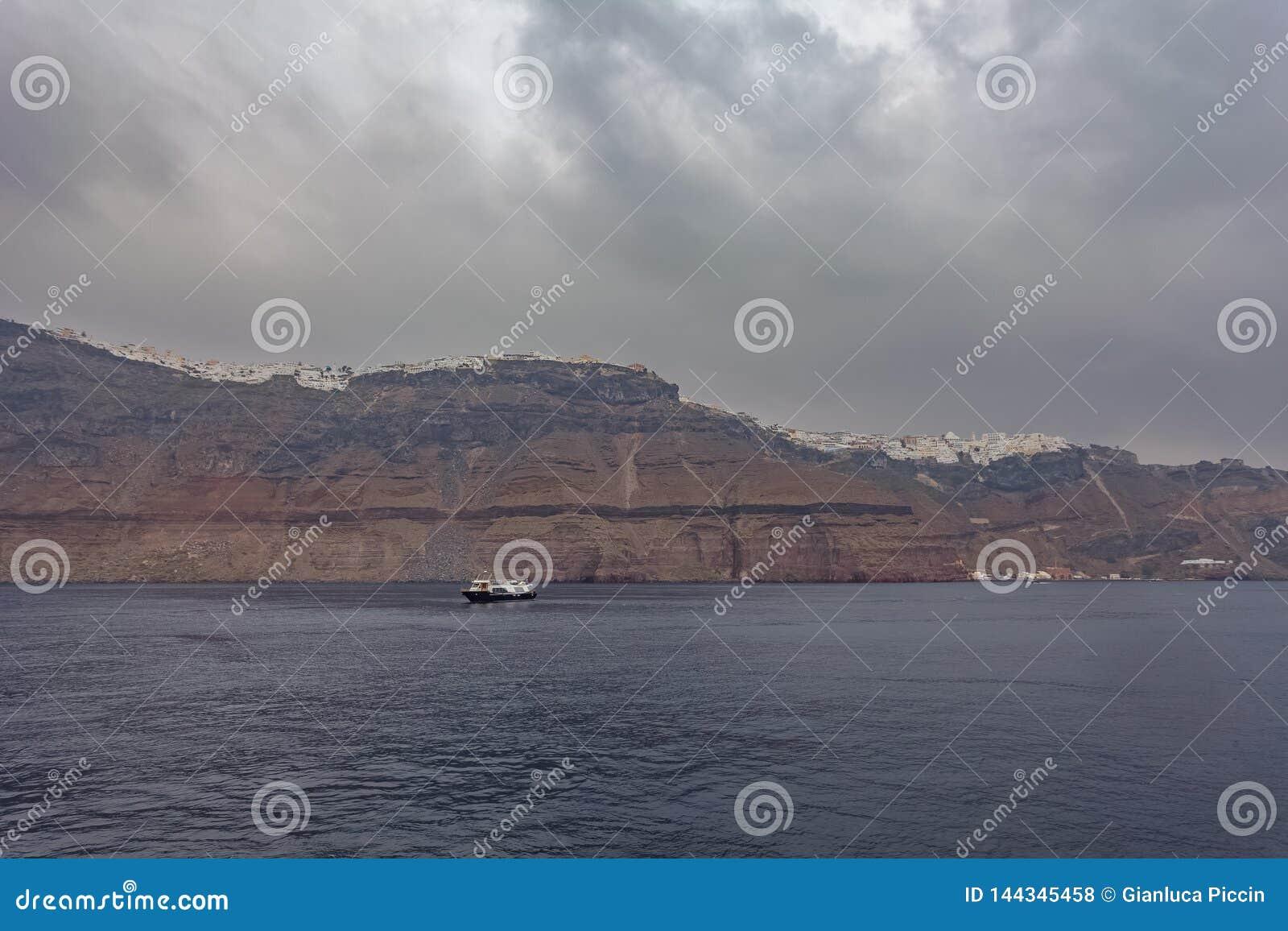 Панорама деревень Imerovigli и Kondakhor, острова Santorini