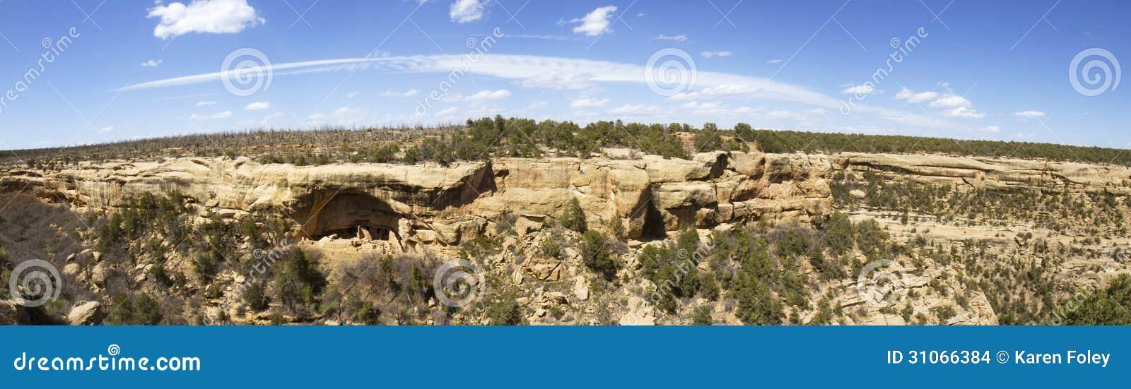 Панорама жилищ скалы в национальном парке мезы Verde