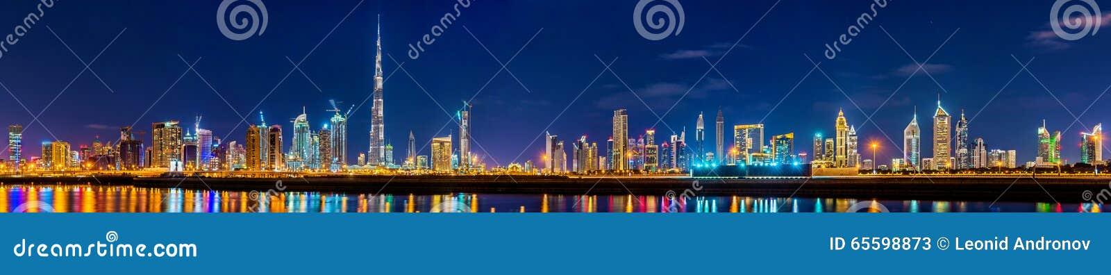 Панорама ночи Дубай городская
