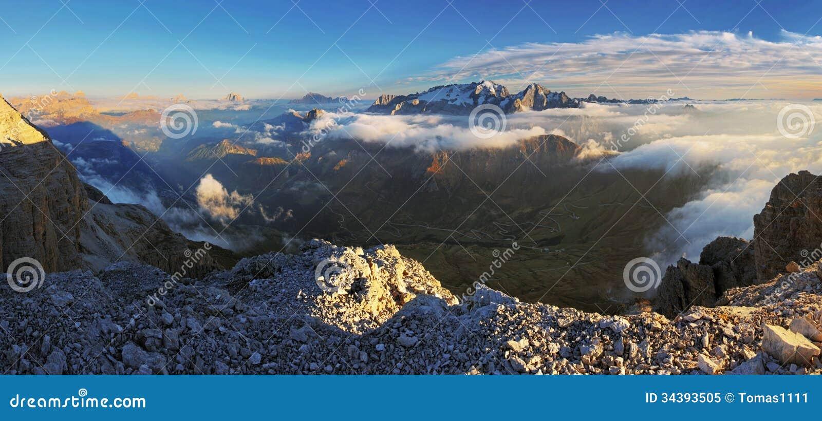Панорама доломитов Альпов