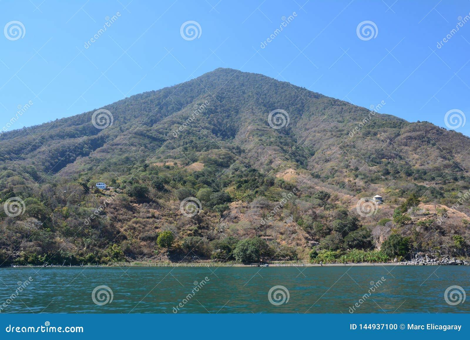 Панорамное озеро Гватемала Atitlan ландшафтов
