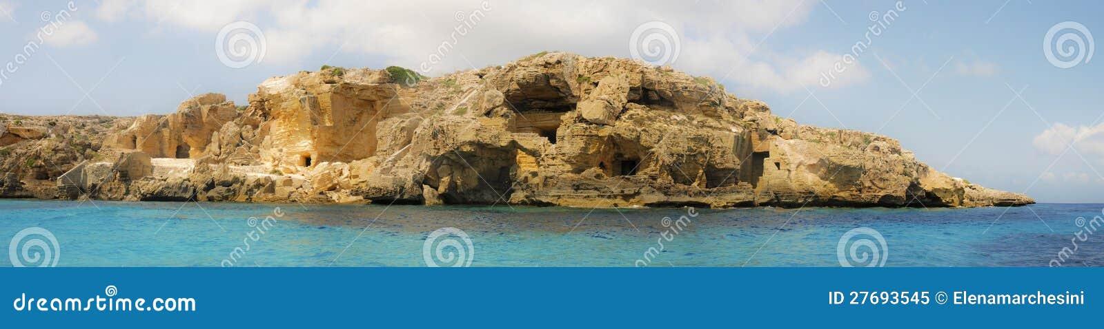Панорамно моря Сицилии Favignana утесистого