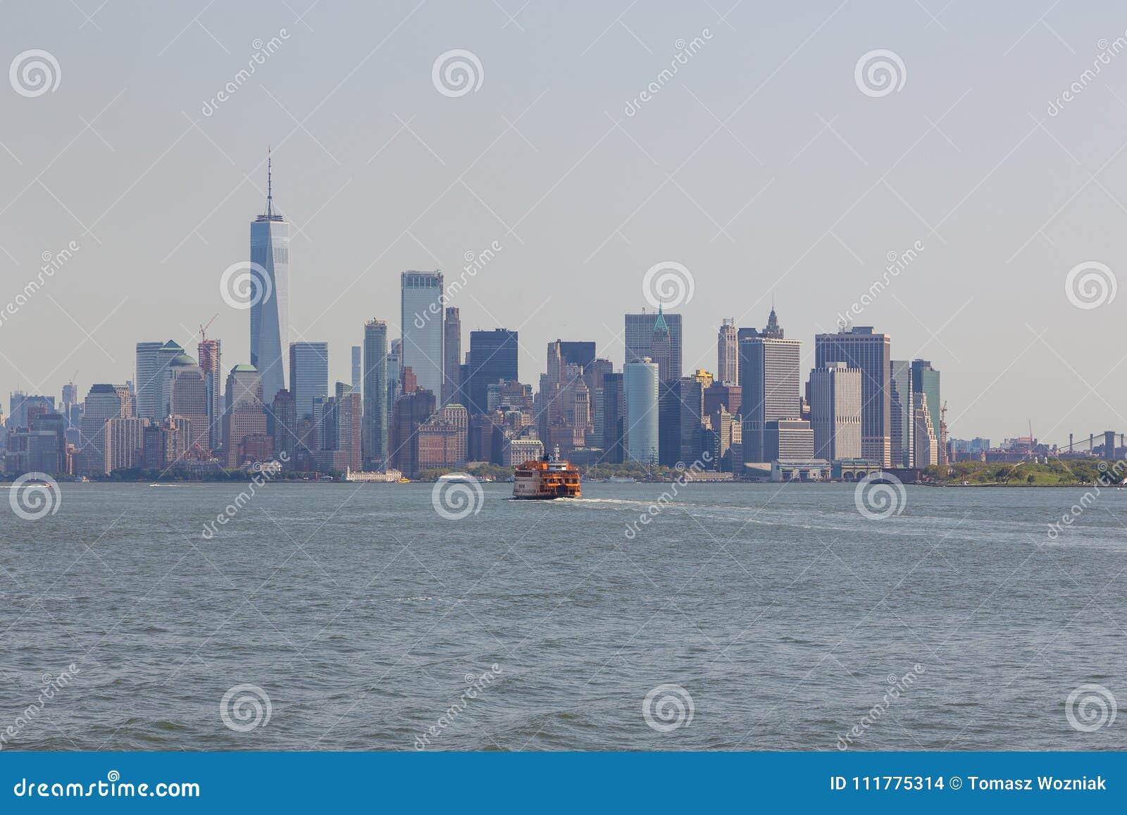 Панорамный взгляд горизонта города Манхаттана, Нью-Йорка