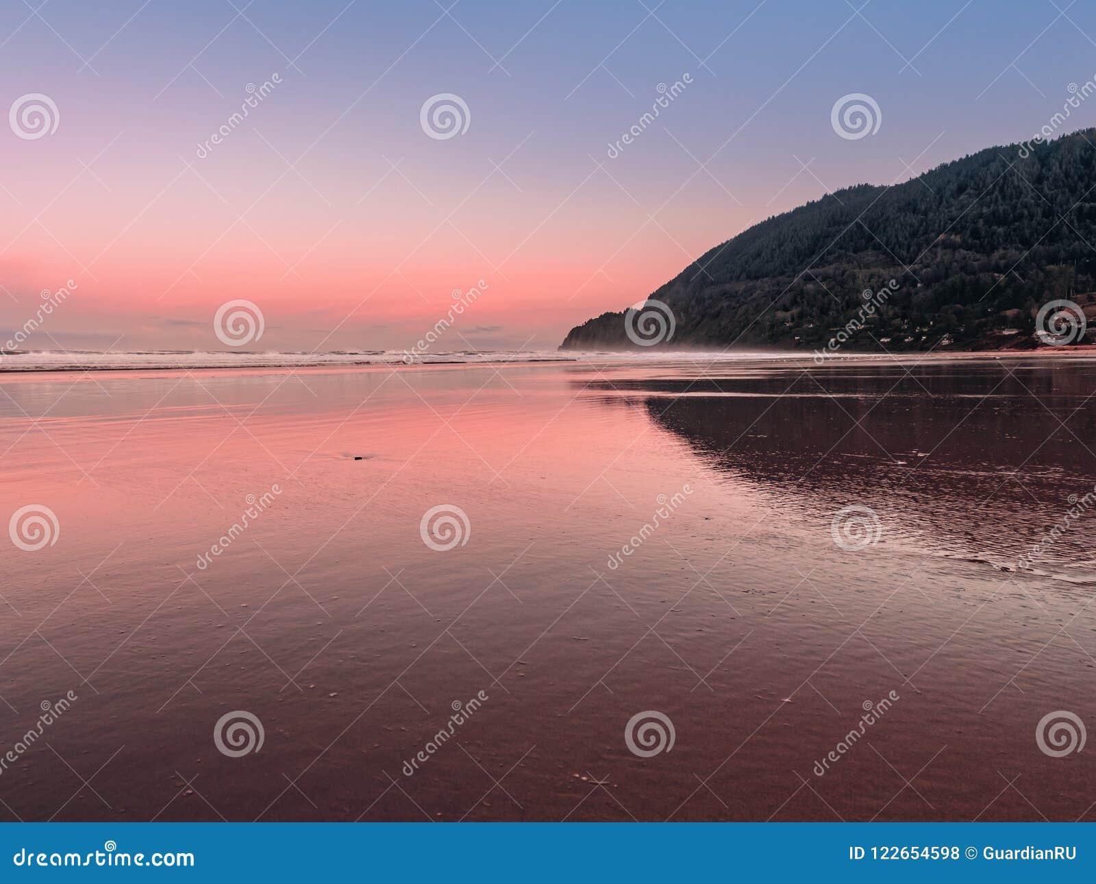 Панорамный взгляд пляжа Manzanita и Neahkahnie указывают в Орегон