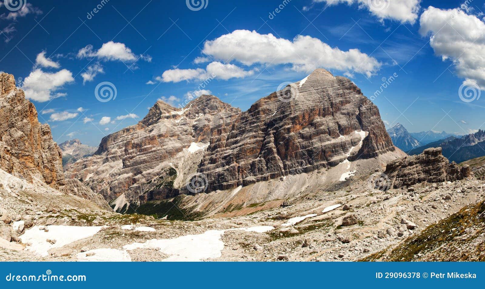 Панорамный взгляд Dolomiti - группа Tofana