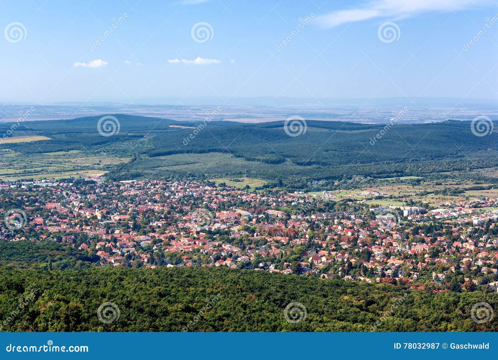 Панорамный взгляд Budakeszi, Венгрии