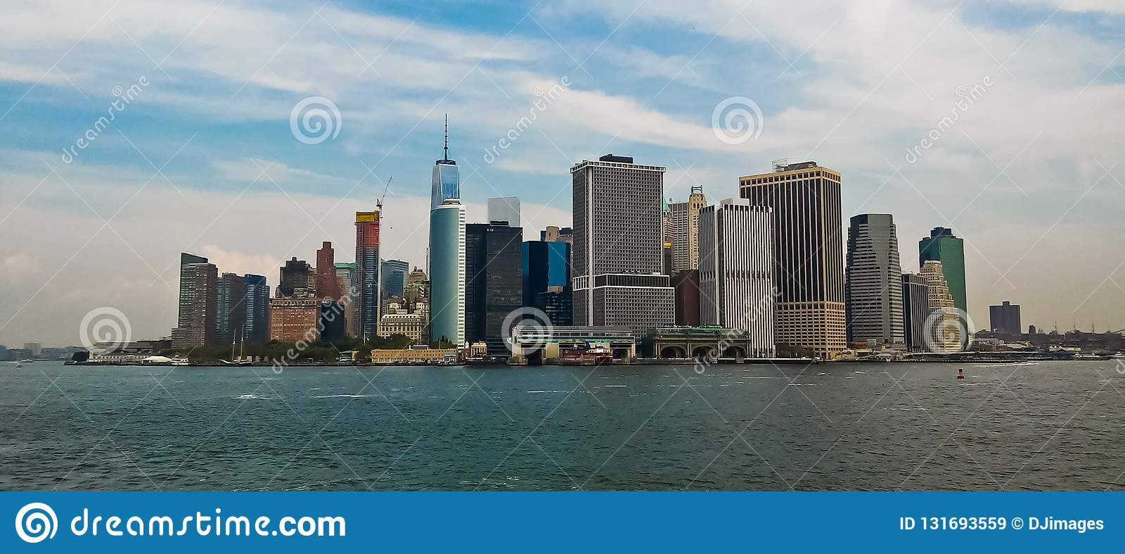 Панорамный вид более низкого Манхэттена NYC