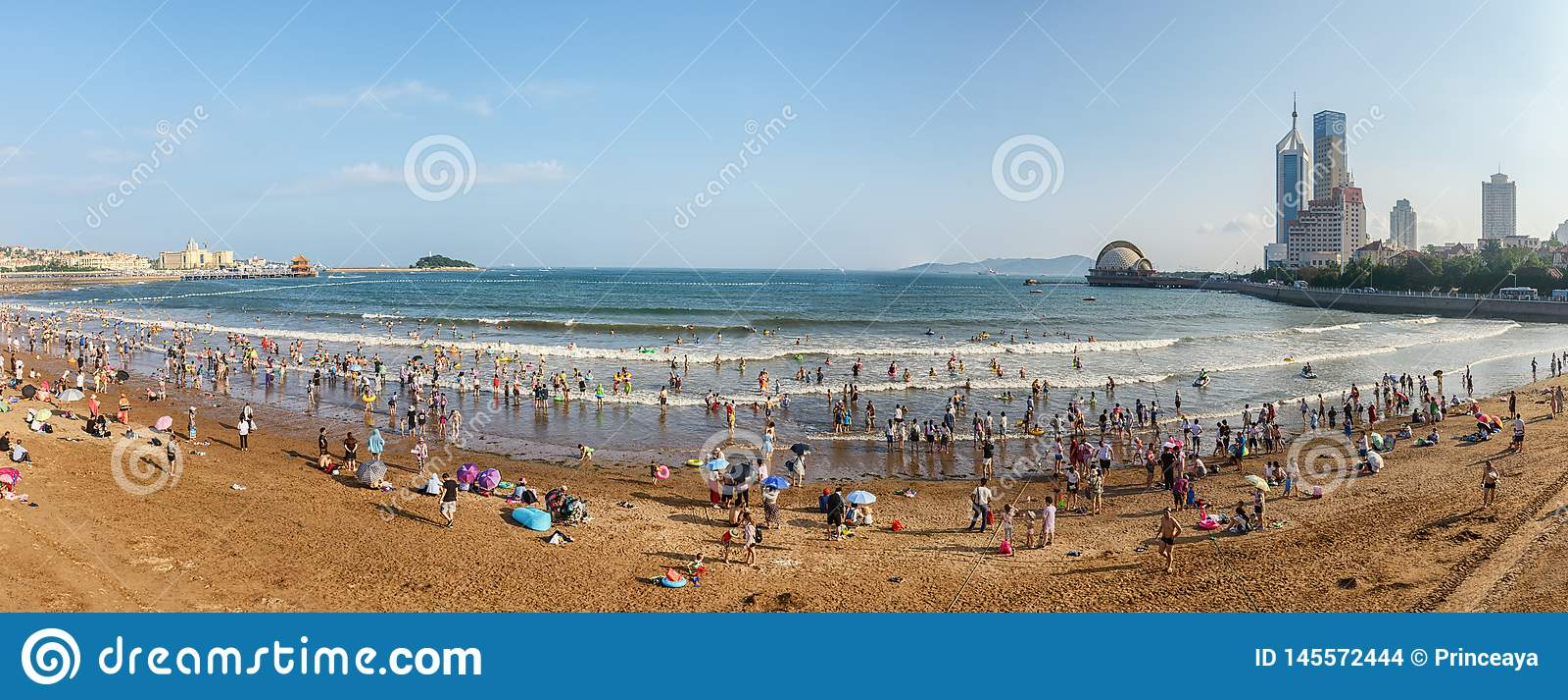 Панорамный вид пляжа в Qingdao