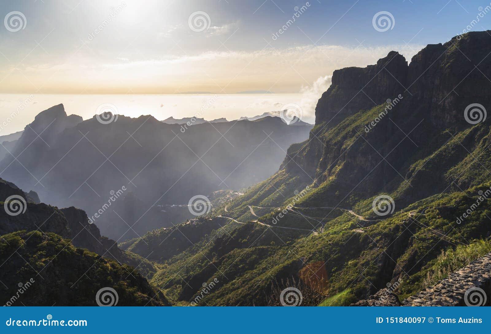 Панорамный вид с воздуха над деревней Masca, посещать достопримечательность Тенерифе