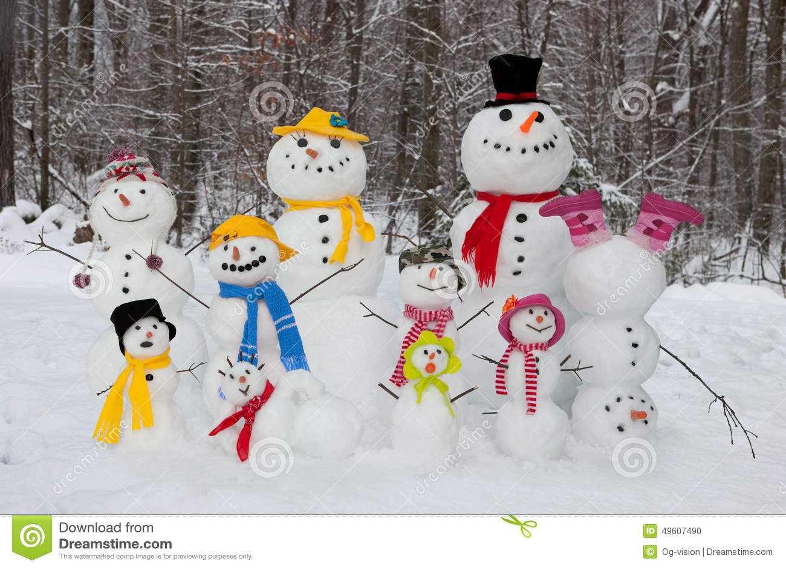 папа падает зима сынка снеговика снежка мумии семьи outdoors сь