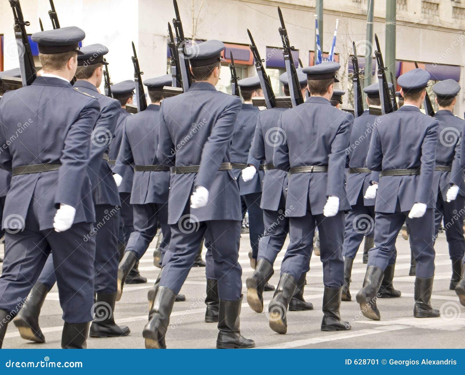 Download парад офицеров армии маршируя Стоковое Изображение - изображение насчитывающей люди, праздник: 628701