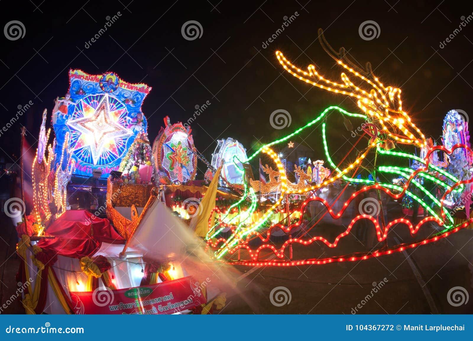 Парад фестиваля звезды рождества в Таиланде