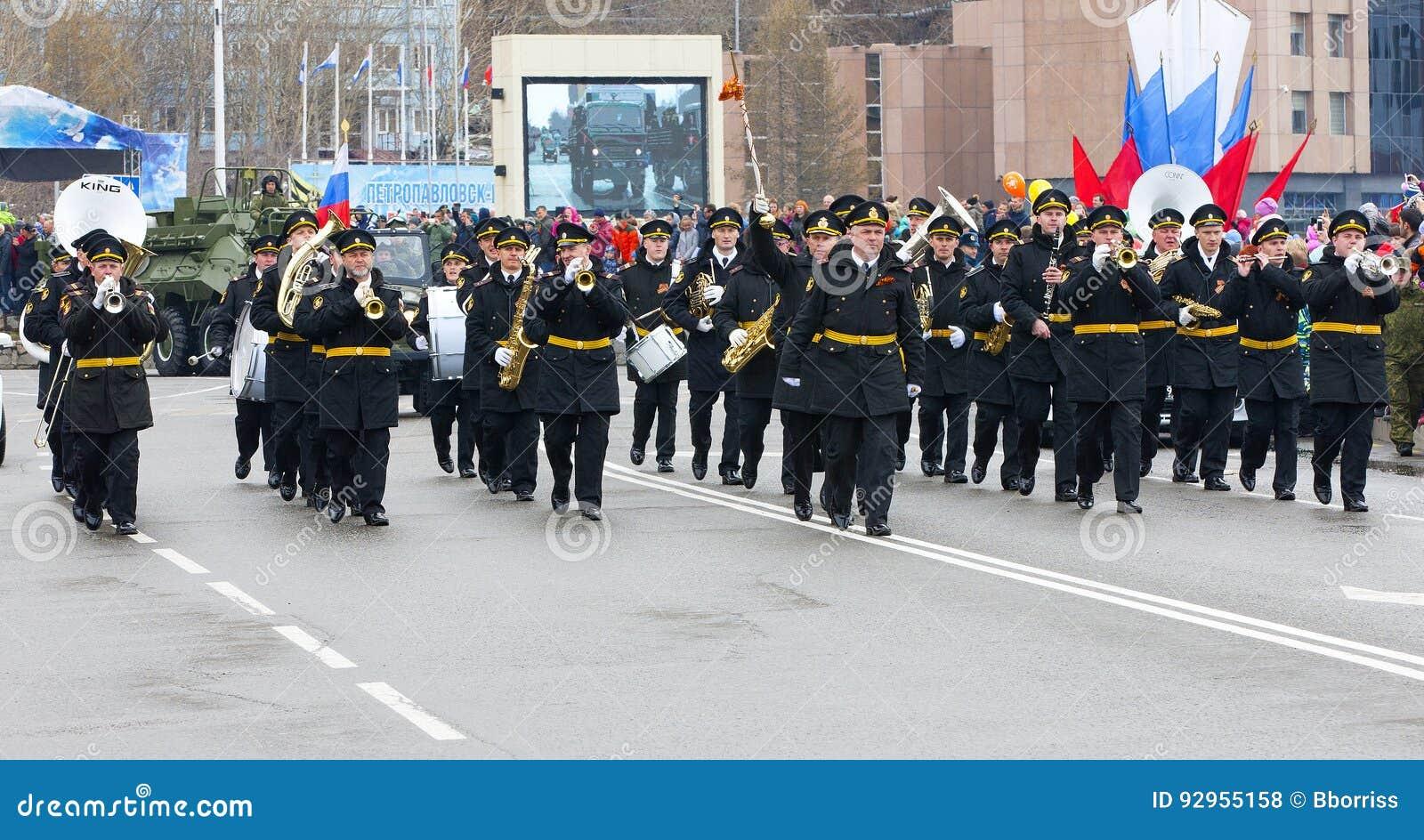Парад предназначил к дню победы в Второй Мировой Войне