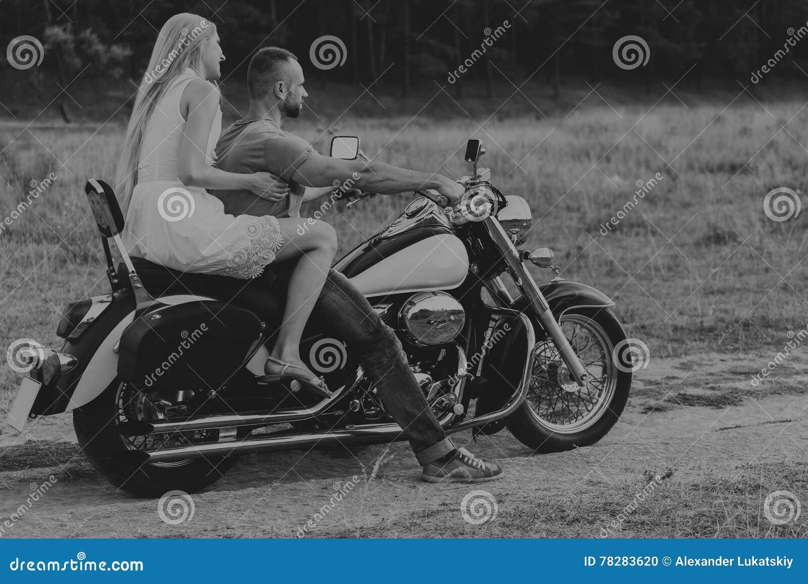 познакомлюсь с девушкой на мотоцикле