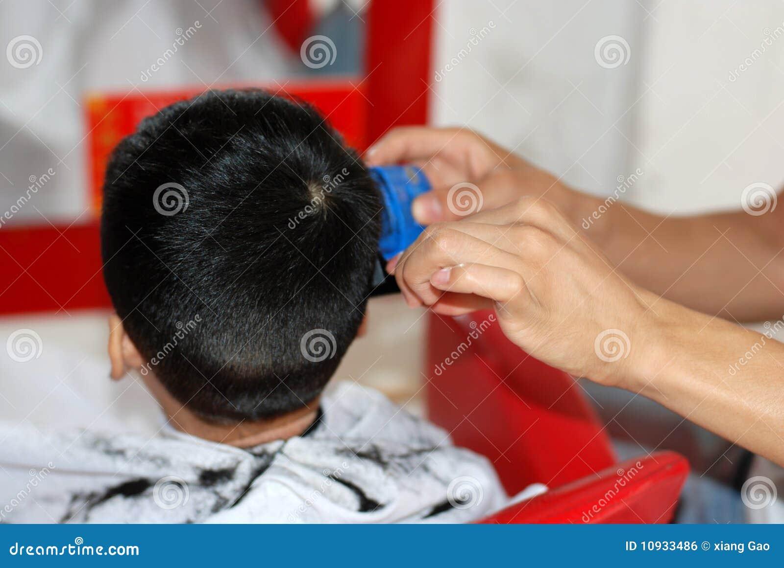парикмахер младенца