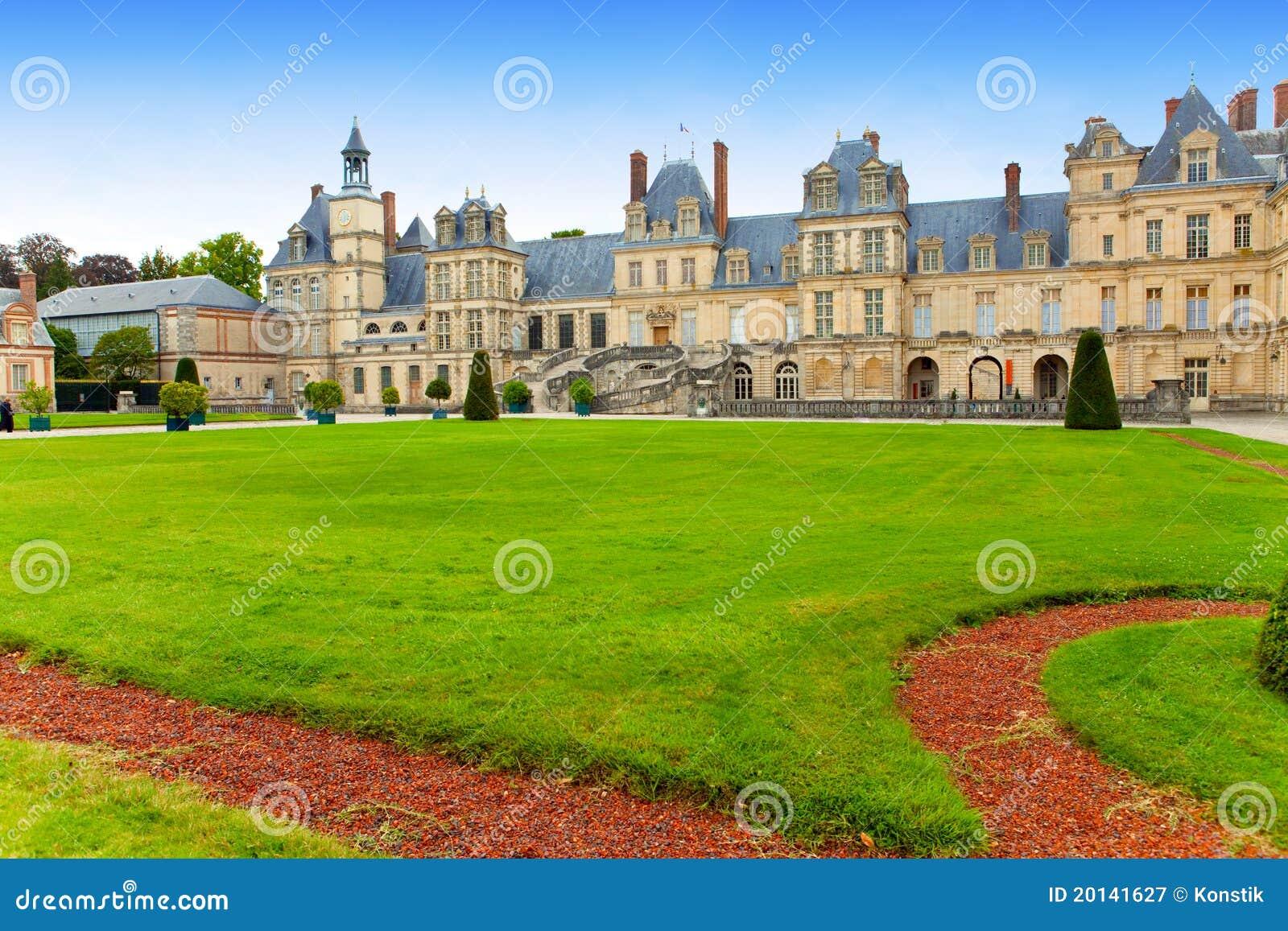 парк дворца fontainebleau Франции