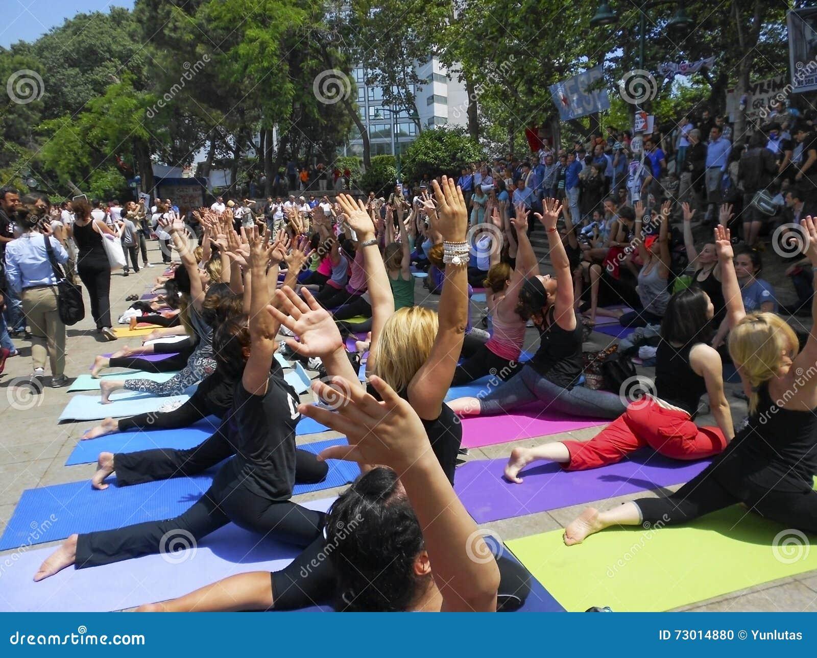 Парк Taksim Gezi в защищать активистов, пока спорт