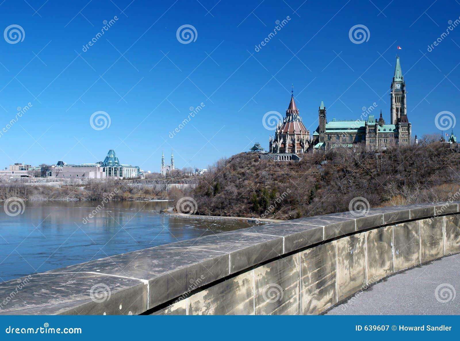 Download парламент ottawa холма стоковое изображение. изображение насчитывающей bluets - 639607