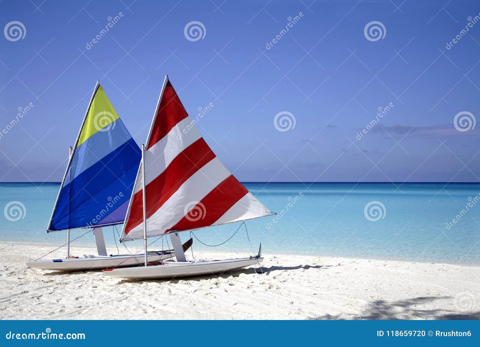 Парусники на пляже