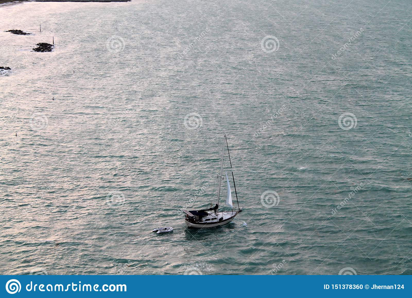Парусник в обширном океане Key West