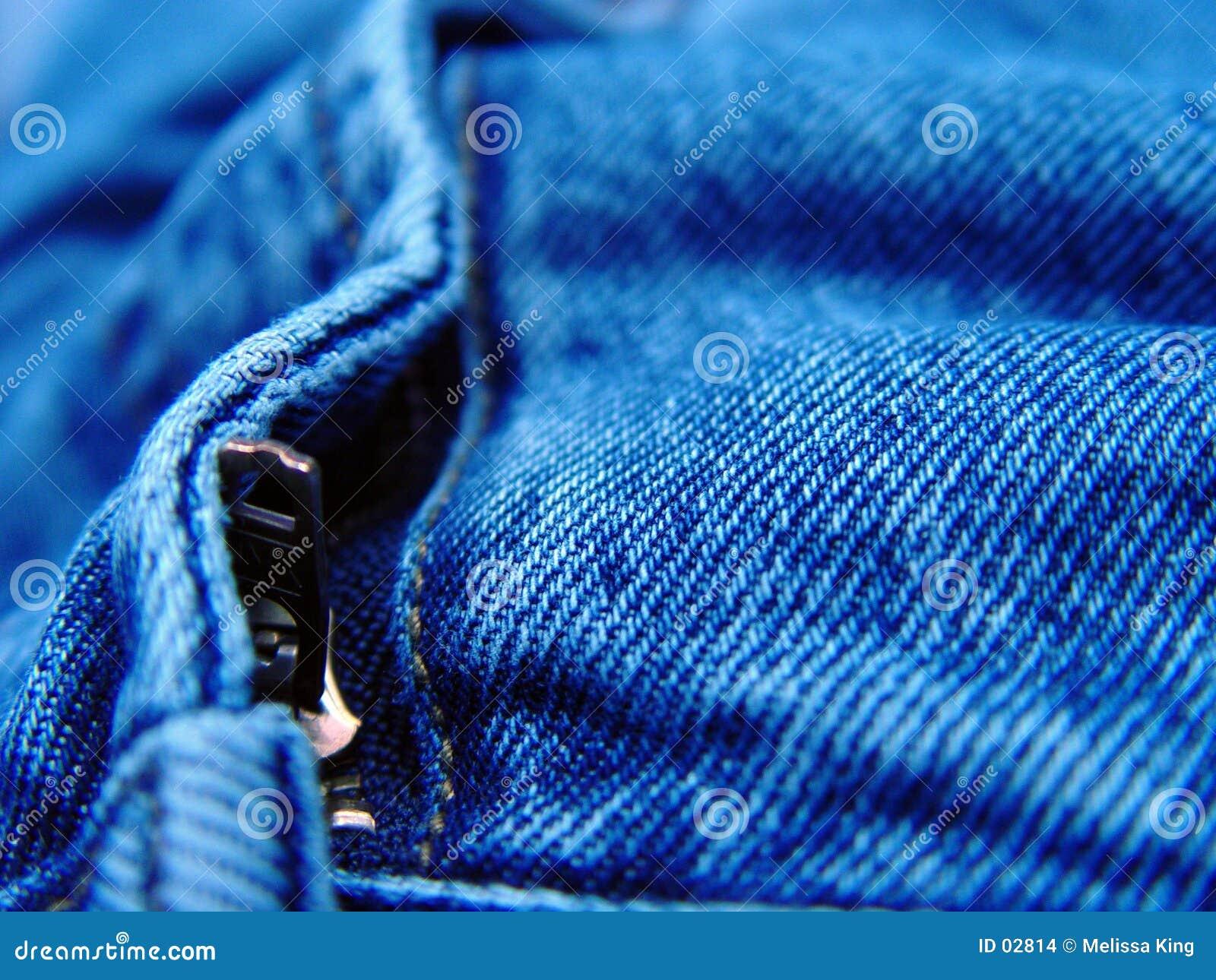 пары джинсыов крупного плана