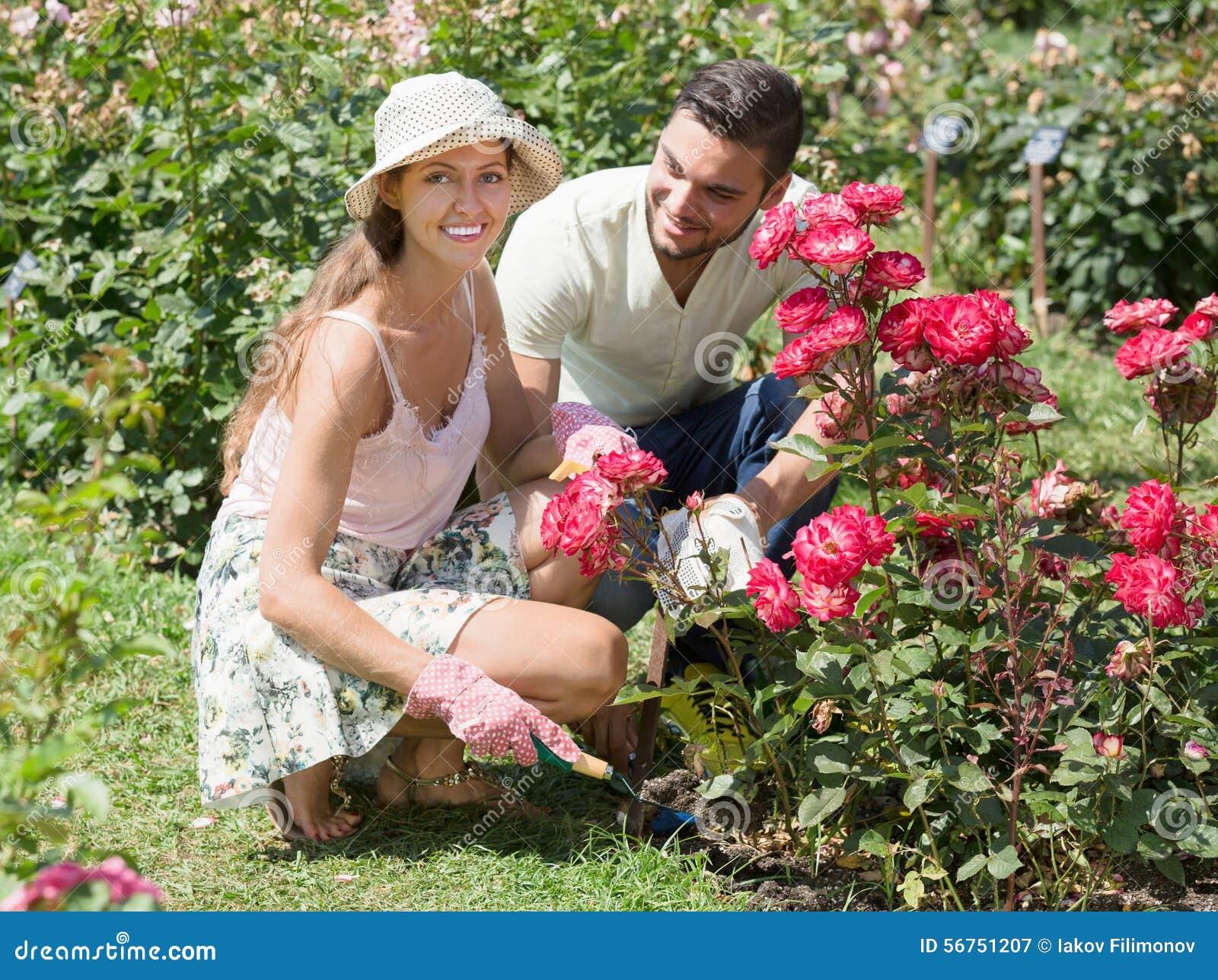Муж жену на даче, фотограф не сдержался девушку поимел