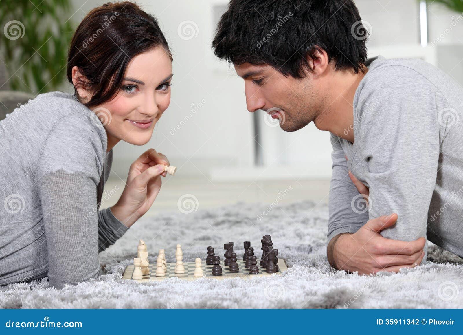 Пары играя шахмат