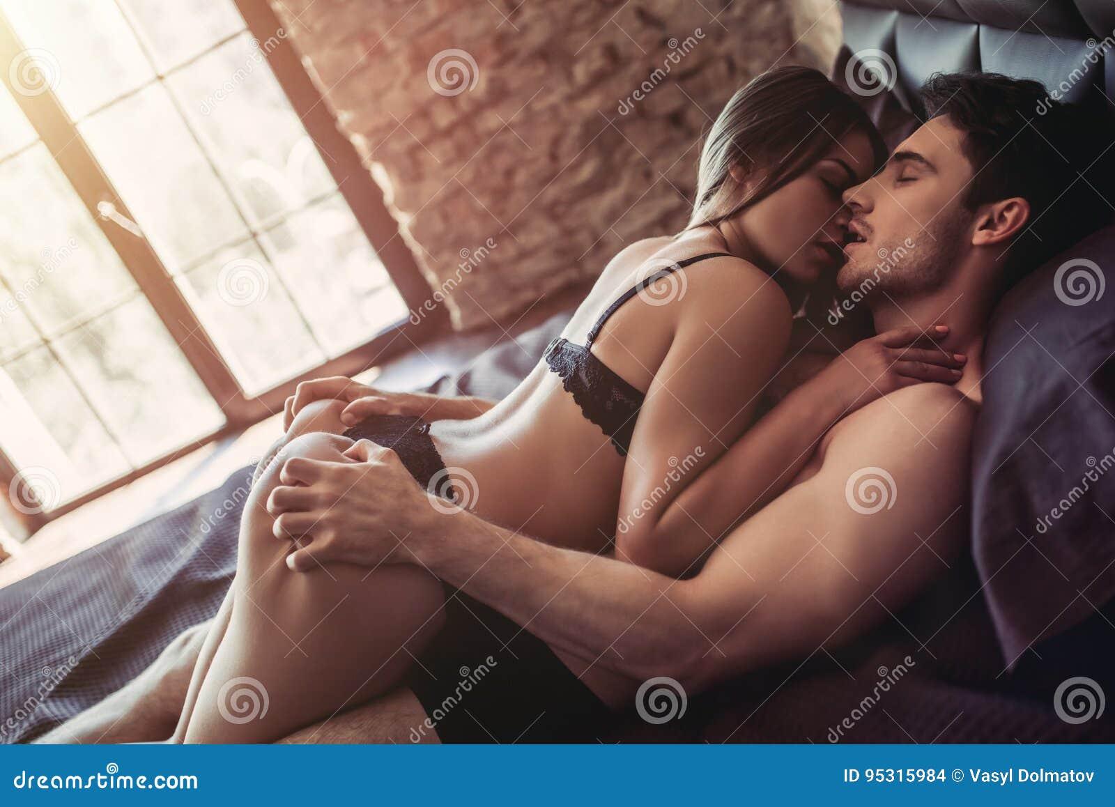 Секс белой пары с черной — photo 15