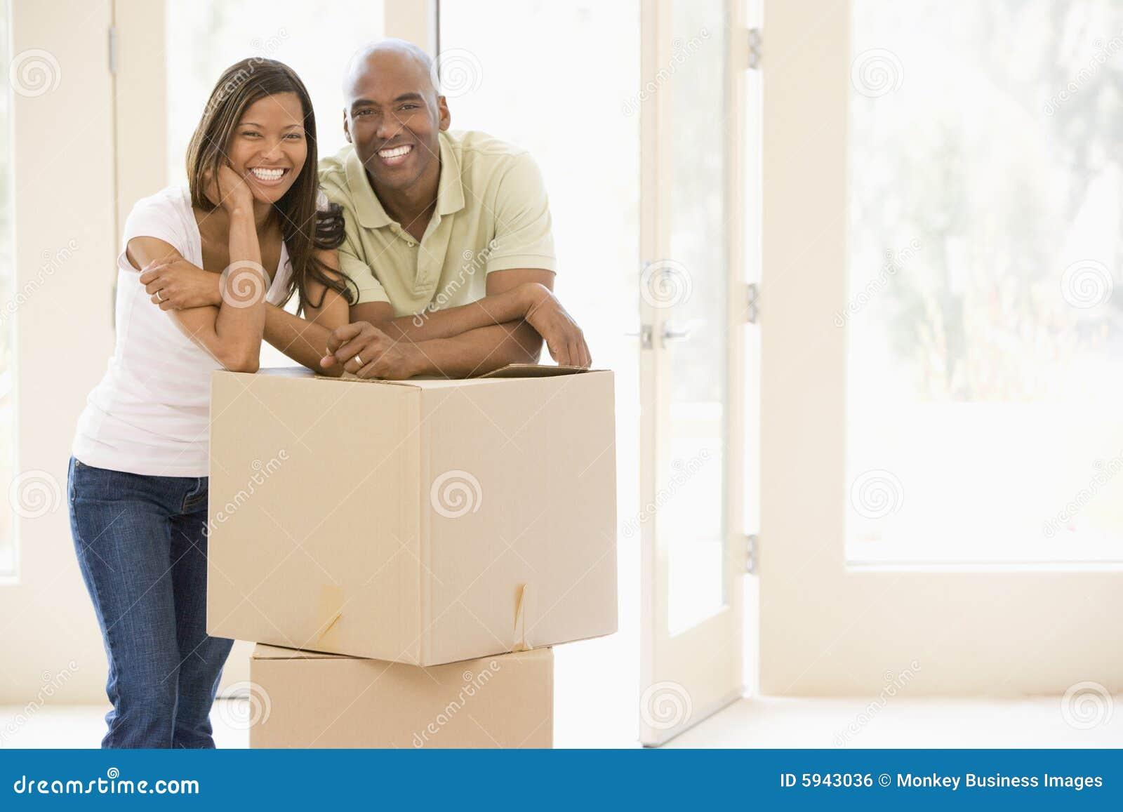 пары коробок самонаводят новый усмехаться
